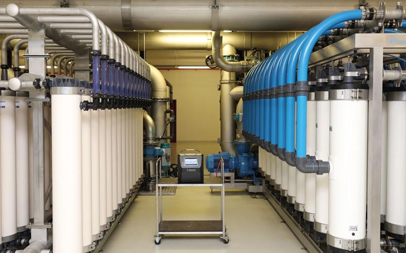 Appréciation de l'efficacité de la filtration et de la désinfection par cytométrie de flux en ligne